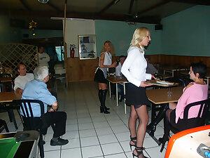 Les serveuses anales du restaurant