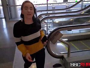 Peekaboo White Kinky Unpaid Gisele Gets A Chocolate Hard Cock!