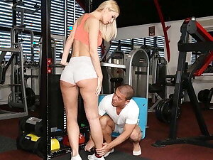 STUCK4k. Fitness instructor doesn't rush to help the sexy hot chick