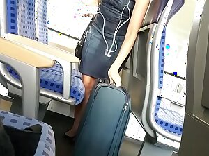 Hot Attractive Flaxen-haired Girl insusceptible to the Train-GIRLSHOWCAM.COM