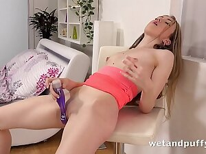 Wet Teen Pussy - Incomparable Empera toys both her ass and pussy to orgasm